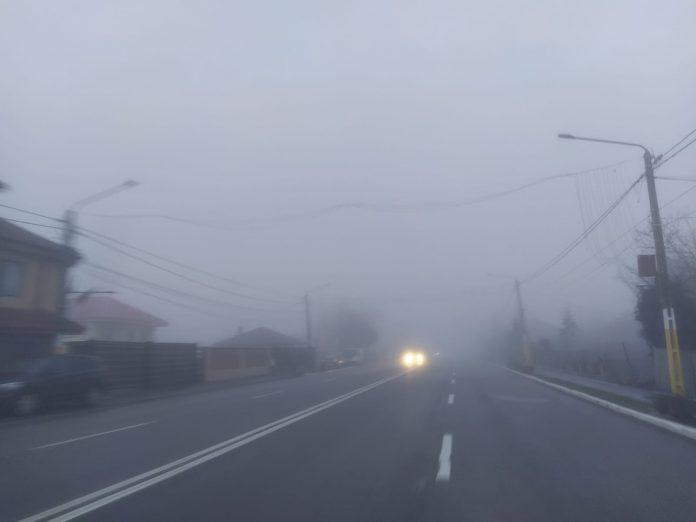 Trafic în condiţii de ceaţă. FOTO Cătălin Schipor